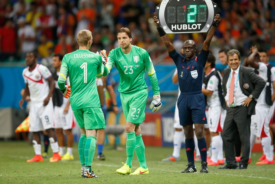 De wissel van Cilissen en Krul in de 111e minuut van de wedstrijd. Foto: Henk Jan Dijks/ANP