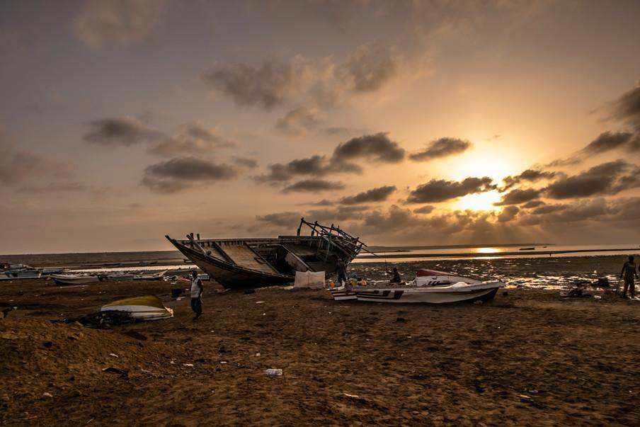 Een scheepswrak op het strand van Obock, Djibouti.
