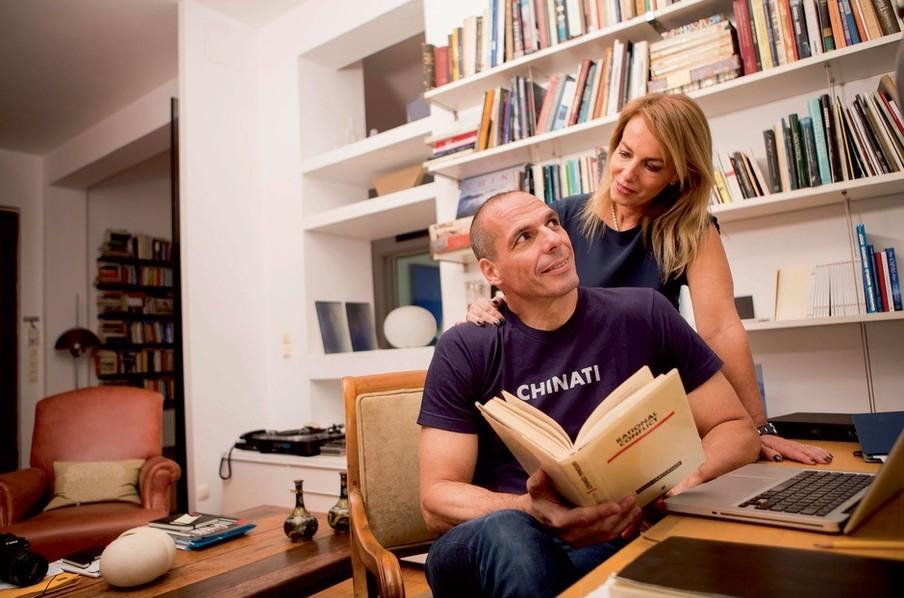 De voormalig minister van Financiën Yanis Varoufakis met zijn vrouw. Foto: Baptiste Giroudon/Getty Images