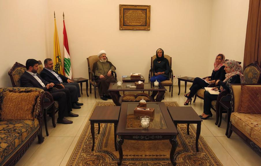 Sigrid Kaag ontmoet de tweede man van Hezbollah, Naim Qassem. Foto: Maite Vermeulen