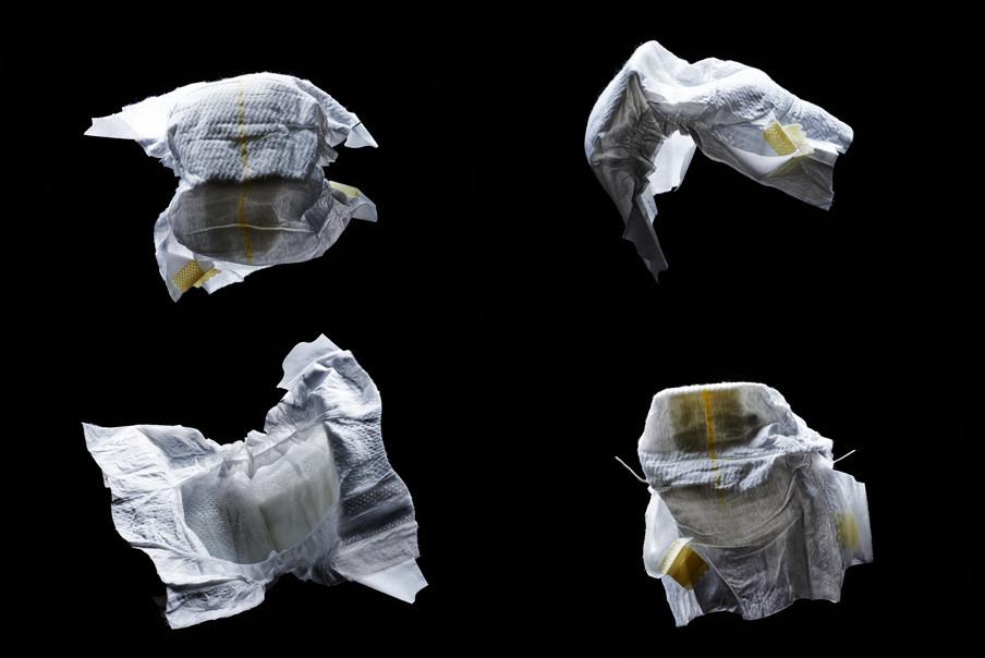 Uitgaande van een verbruik van zo'n 5.500 luiers in de eerste vier levensjaren, draagt een baby zo'n vier luiers op een dag. Foto's: Rein Janssen