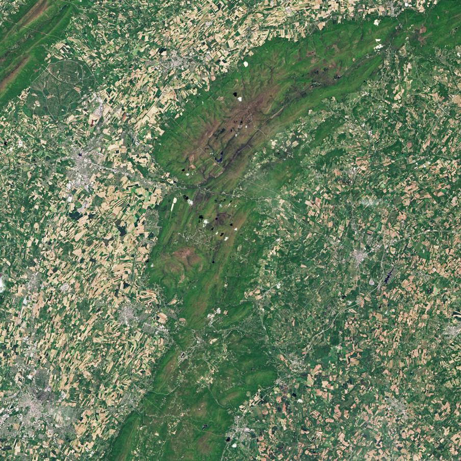 Satellietbeeld van Gettysburg (Pennsylvania, VS) gemaakt door de Operational Land Imager, een scanner gekoppeld aan LandSat 8 dat verschillende delen van het infraroodspectrum vastlegt en zo landgebruik op aarde in beeld brengt. Foto: NASA