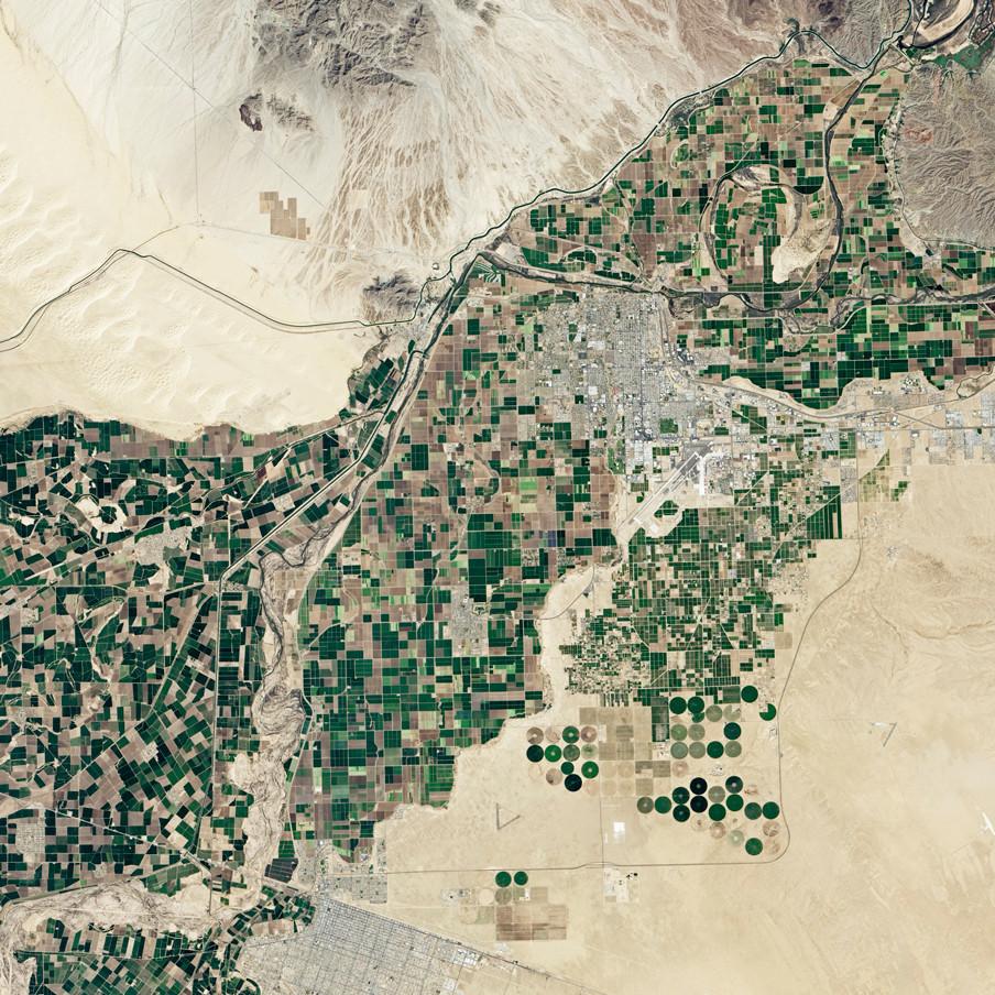 Satellietbeeld van Moselos Dam (Mexico) gemaakt door de Operational Land Imager, een scanner gekoppeld aan LandSat 8 dat verschillende delen van het infraroodspectrum vastlegt en zo landgebruik op aarde in beeld brengt. Foto: NASA
