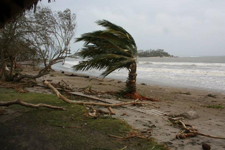 Op het strand van Vanuatu op 13 maart 2015, vlak voordat de cycloon Pam het eiland zou bereiken. Foto: Hollandse Hoogte