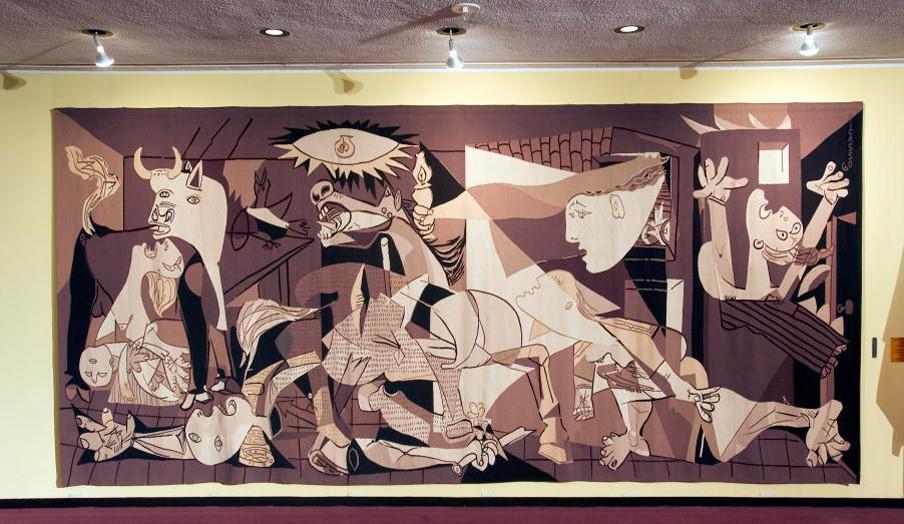 Een reproductie van 'Guernica' van Picasso op de tweede verdieping van het hoofdkantoor van de Verenigde Naties. Foto: United Nations Photo