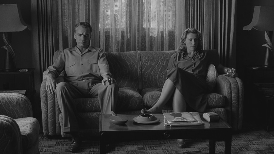 Stills uit The Man Who Wasn't There