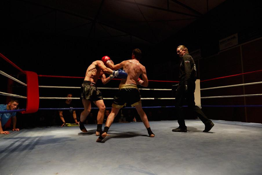 Twee jongens in de ring tijdens het kickboksgala in 2012. Foto's: Isabella Rozendaal