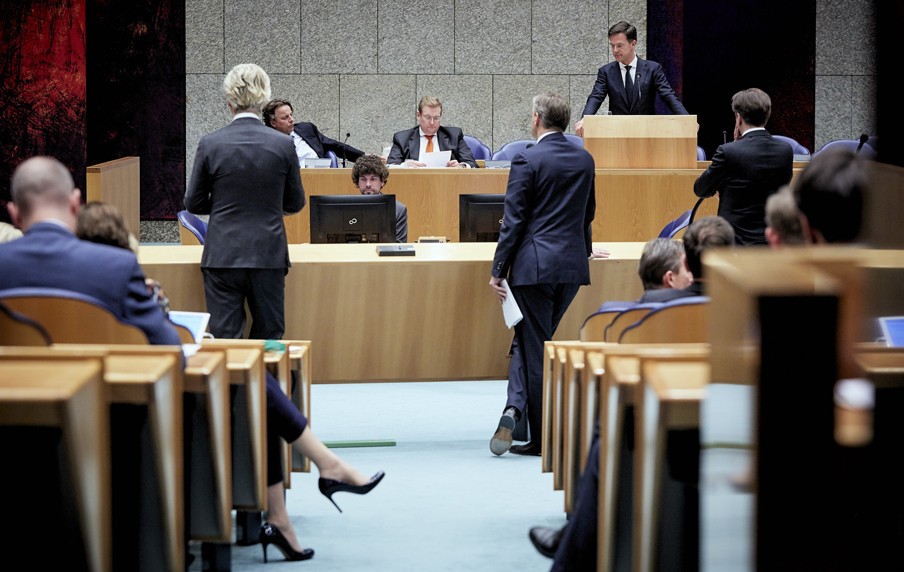 V.l.n.r. Minister Koenders, minister Ard van der Steur en minister-president Mark Rutte tijdens het debat over de aanslagen in Brussel. Foto: Martijn Beekman/ANP