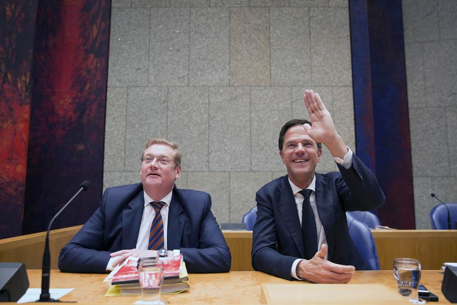 Minister Ard van der Steur en premier Mark Rutte. Foto: Werry Crone/Hollandse Hoogte