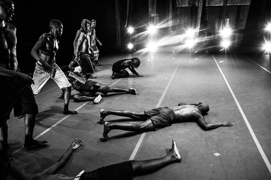 De generale repetitie van een straatoptreden in de favela's van Rio de Janeiro. Foto's: Alessandro Falco