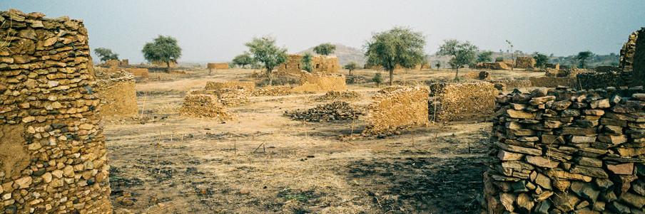 Een door het Soedanese regeringsleger verwoest dorp in het berggebied Jebel Marra in Darfur. Foto's: Adriane Ohanesian