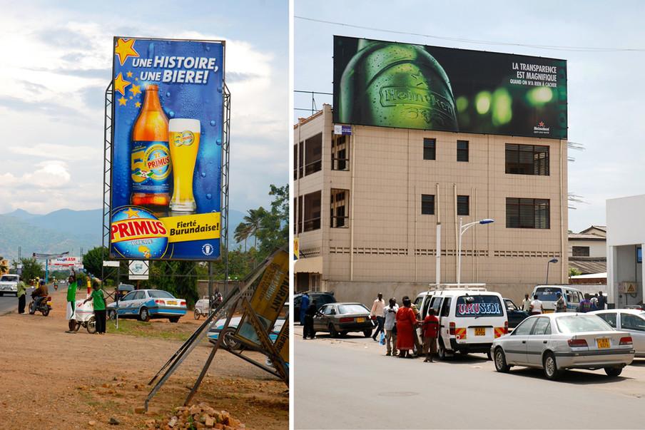 """Links: Reclame voor Primus, het volksmerk van Heineken in Burundi. Rechts: """"La transparence est magnifique quand on n'a rien à cacher (Transparantie is schitterend als je niets te verbergen hebt). Reclame in Bujumbura. Foto's Olivier van Beemen"""