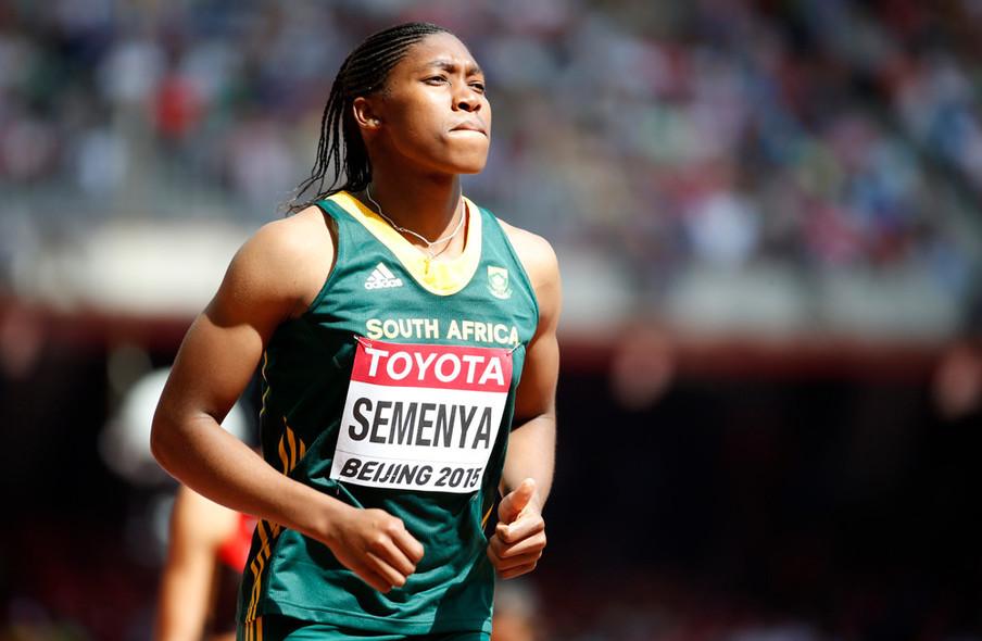 De Zuid-Afrikaanse Caster Semenya bereidt zich voor op de 800 meter voor vrouwen op het IAAF wereldkampioenschap in Beijing op 26 augustus, 2015.