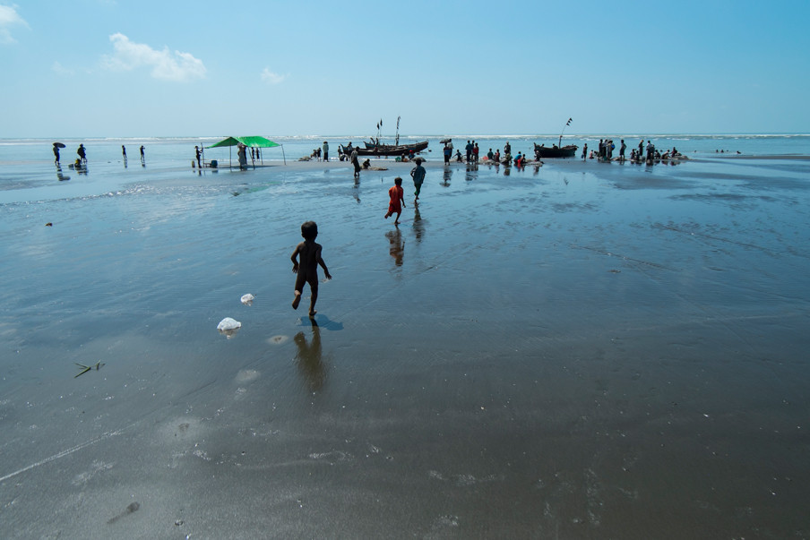 Het strand van Beydar, grenzend aan het opvangkamp Darpaing. Foto: Andreas Stahl