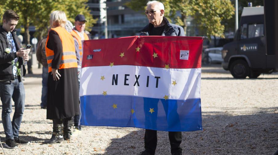 Pegida-demonstratie op 9 oktober 2016 bij de Koekamp in Den Haag. Foto: Oscar Brak