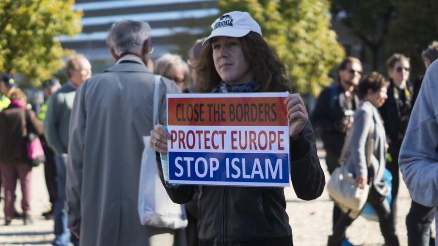 Pegida-demonstratie bij de Koekamp op 9 oktober 2016 in Den Haag.