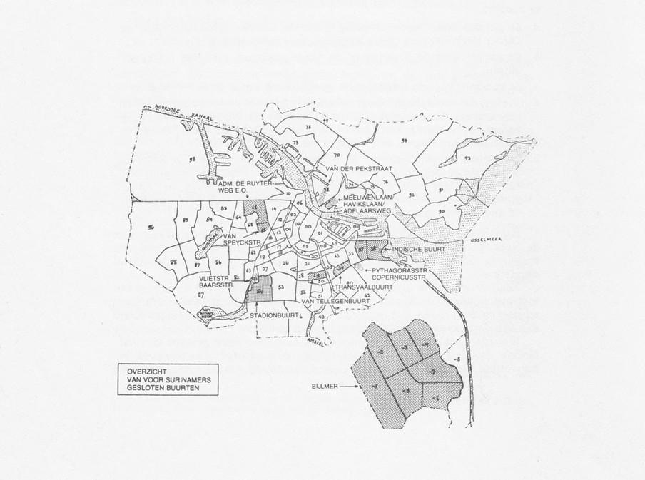 Donkergrijs: de voor Surinamers gesloten buurten. Kaart uit het Zwartboek.