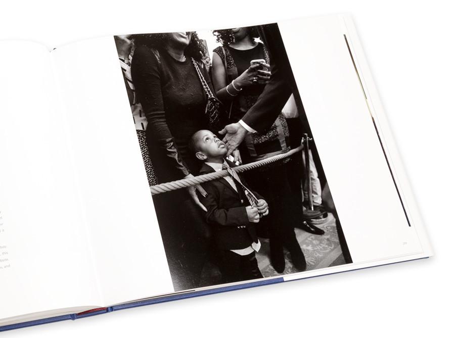 De twee foto's hierboven zijn de favorieten van Souza, vanwege de sterke symboliek.
