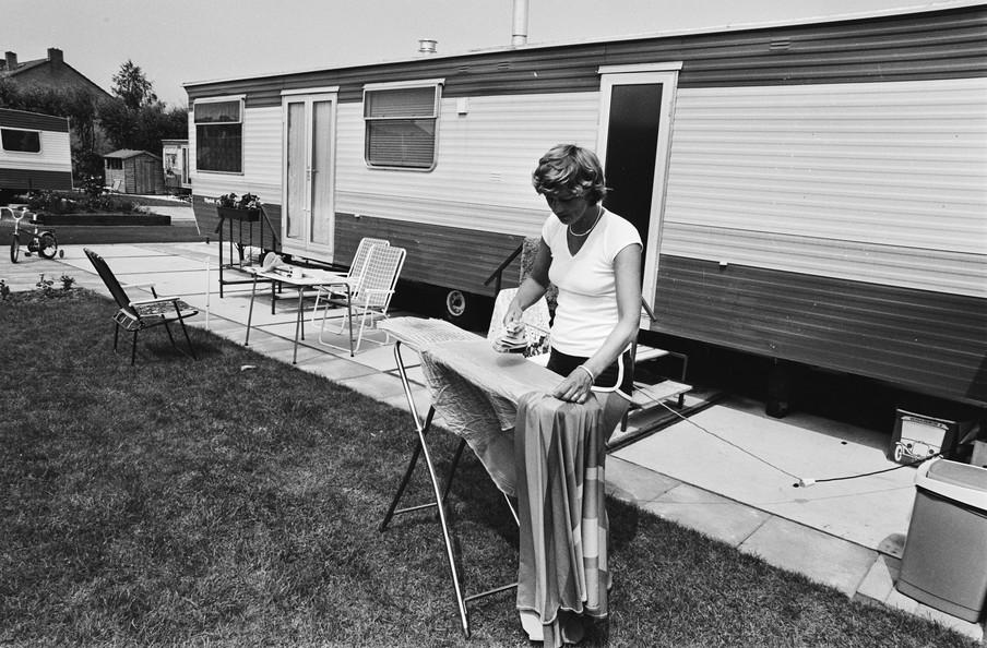 """Caravan- en wisselwoning terreinen in Lekkerkerk voor bewoners uit """"gifwijken"""". Foto's: Rob Croes / Nationaal Archief"""