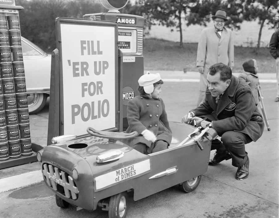 Met het geld dat werd opgehaald door de March of Dimes (inzamelingsacties georganiseerd door de Amerikaanse stichting voor verlamming bij kinderen) werd onderzoek naar polio mogelijk gemaakt en de zorg van reeds besmette kinderen gefinancierd. Foto: Bettmann / Getty