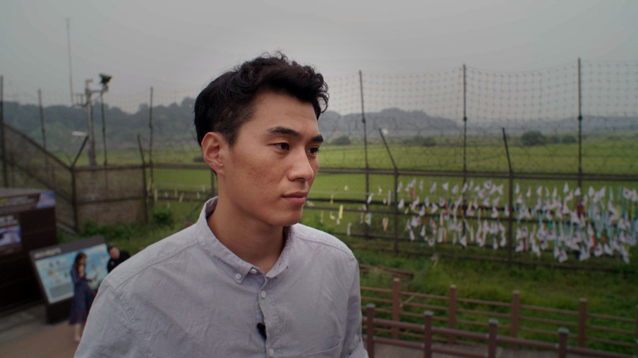 Yuseong is de zoon van een Noord-Koreaanse dwangarbeider, die naar Zuid-Korea gevlucht is. Still uit de documentaire Dollar Heroes