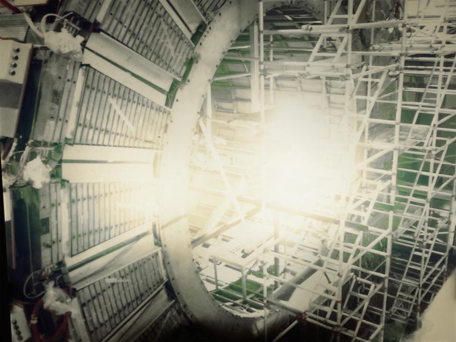 De grootste en krachtigste deeltjesversneller ter wereld. Uit het fotoboek 'Universe - Facts in the post-truth era' door Jos Jansen.