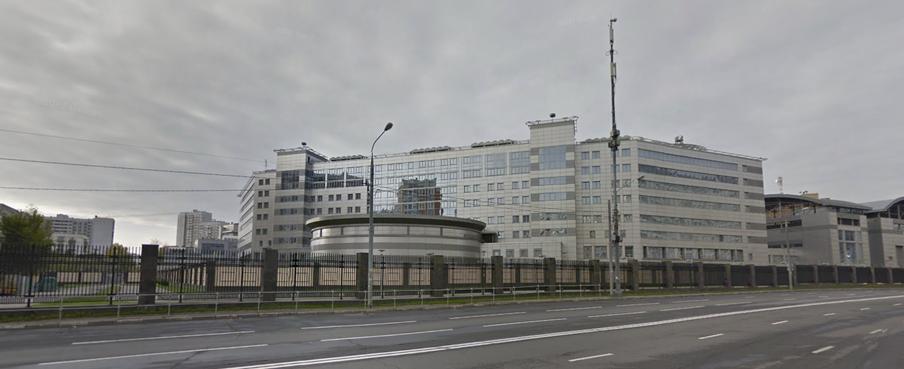 Het hoofdkantoor van de GRU op Google Street View. Hier is duidelijk te zien dat het terrein is omheind.