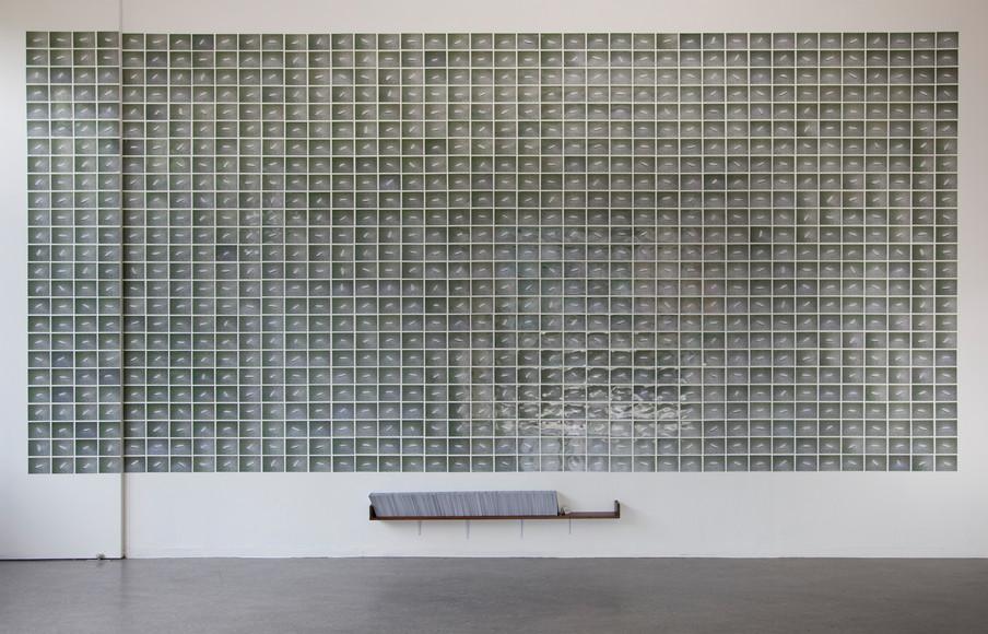 Installatiebeeld van de serie '100 grams of rice' door Ola Lanko