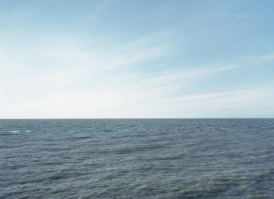 Op 6 maart 1987 net buiten de haven van Zeebrugge kapseist de Herald of Free Enterprise. Bij het ongeluk komen 192 mensen om het leven. Uit de serie Disaster Areas door Gert Jan Kocken