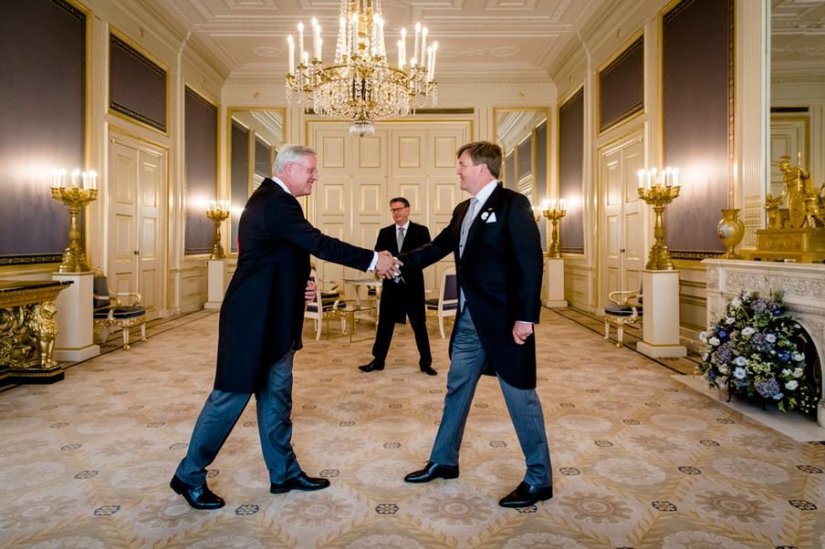 Koning Willem-Alexander beëdigt op 27 juli 2018, in Paleis Noordeinde, Andries Heidema als nieuwe commissaris van de Koning in Overijssel. Foto: Bart Maat / Hollandse Hoogte