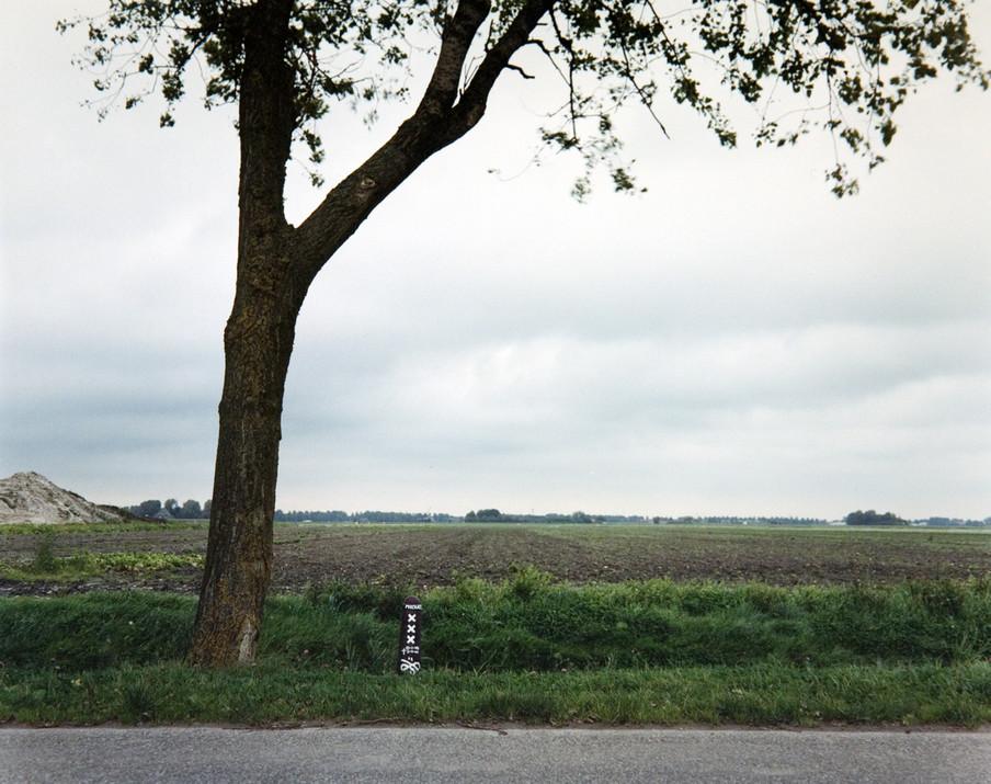 Bermmonument in Noord Holland. Uit de serie Blackspots door Hans Guldemond.