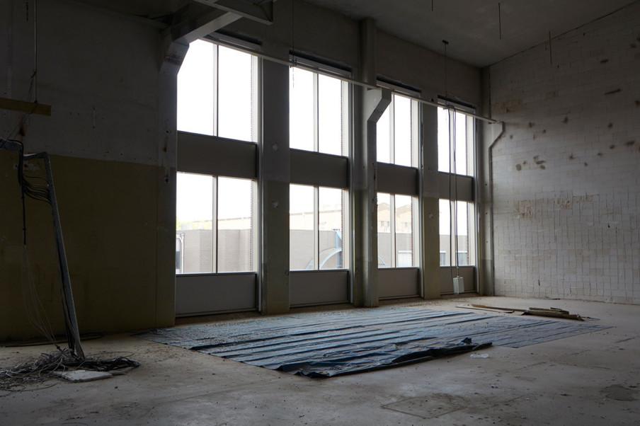 De droogruimte van Stexfibers, waar hennepvezels worden gedroogd nadat ze uit de testinstallatie komen. Foto: Anoek Steketee (voor De Correspondent)