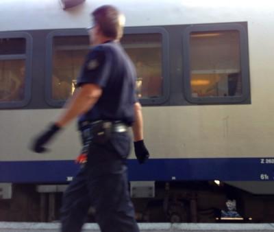 De politie op het station in Menton