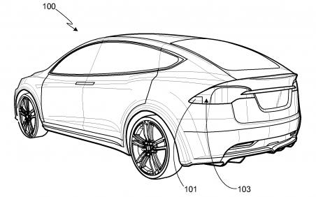 De Tesla heeft veel techniek geleend, maar CEO Elon Musk stond op een eigen ontwerp van de lichten