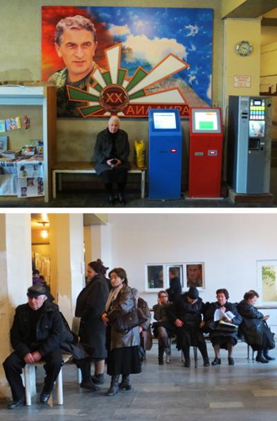 Abchaziërs wachten op hun Russische paspoort bij het Russische consulaat in de Abchazische hoofdstad Soechoem. Foto's: Floris Akkerman