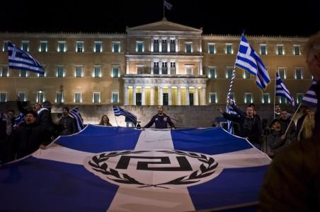 30 november 2013: Demonstratie van de Gouden Dageraad voor het parlementsgebouw in Athene. Foto: Maro Kouri