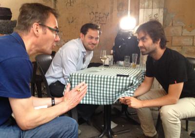 Tomas Vanheste en Lucas De Man in gesprek met theatermaker Valerio Bonanni. Foto: Kimberly Major