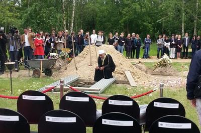 Tijdens de begrafenis georganiseerd door Das Zentrum für Politische Schönheit. Foto: Lucas De Man