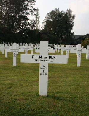 Het graf van kapitein Van Dijk.