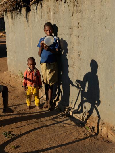 Kinderen uit het dorp. Dickisoni, 2015. Foto: Jan Banning