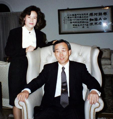 Ban Ki-moon en zijn vrouw Yoo Soon-taek in 1994. Foto: Zuid-Koreaanse ministerie van Buitenlandse Zaken / Getty Images