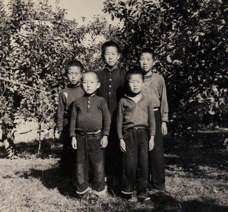 Ban Ki-moon (midden) in 1954 samen met vriendjes. Foto: Zuid-Koreaanse ministerie van Buitenlandse Zaken / Getty Images