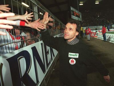 Wolfgang Frank na een overwinning op Hertha BSC Berlin. Foto: Getty