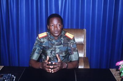 Blaise Campaoré tijdens zijn eerste nationale radiouitzending in 1987. Foto: AFP