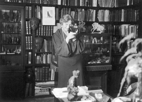 Marie Bonaparte in haar werkkamer (1937)