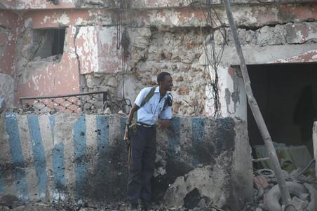 1 november 2011: Somalische politie in vuurgevecht met Al-Shabaab in Mogadishu. Foto's: Feisal Omar / Reuters