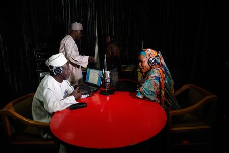 18 januari 2016: In de studio van Radio Dandal Kura. Foto's: Akintunde Akinleye / Reuters