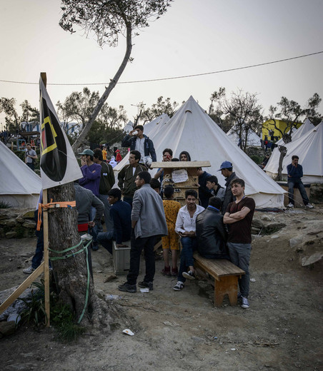In het Moria-kamp in Mytilini op het Griekse eiland Lesbos. Foto's: Guillaume Pinon / Zuma Press / HH