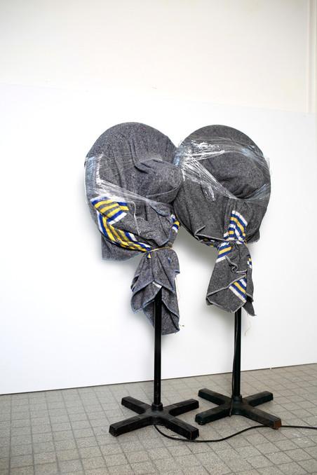 Ingepakte ventilatoren in het atelier. Sinds de jaren zestig komen ventilatoren regelmatig terug in Boezems oeuvre.