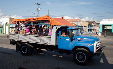 Particulier openbaar vervoer in Santiago de Cuba. Foto: Federico Cabrera